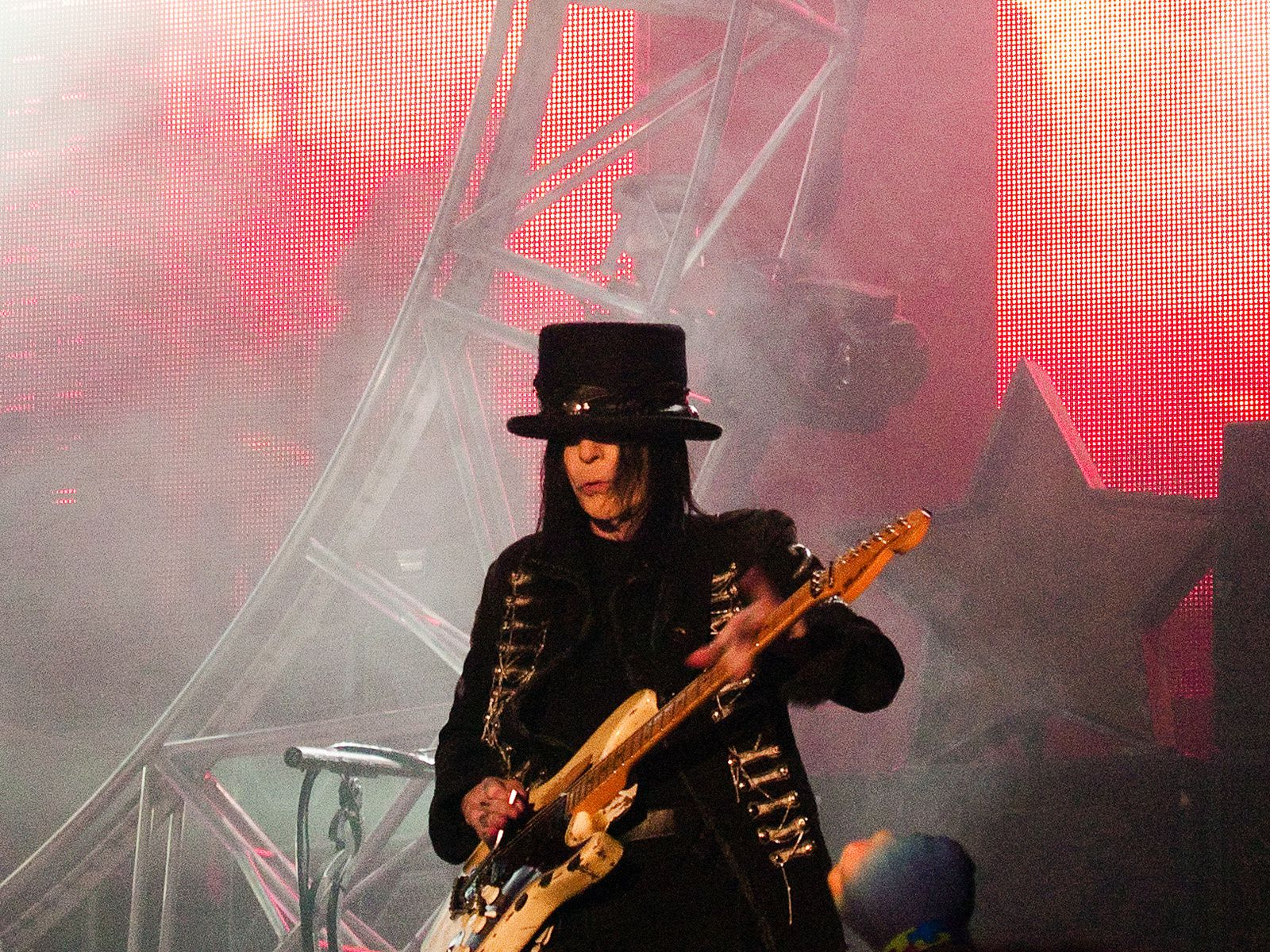 Mick Mars - 2011 - Mötley Crüe, Manchester - credit: Ingy The Wingy