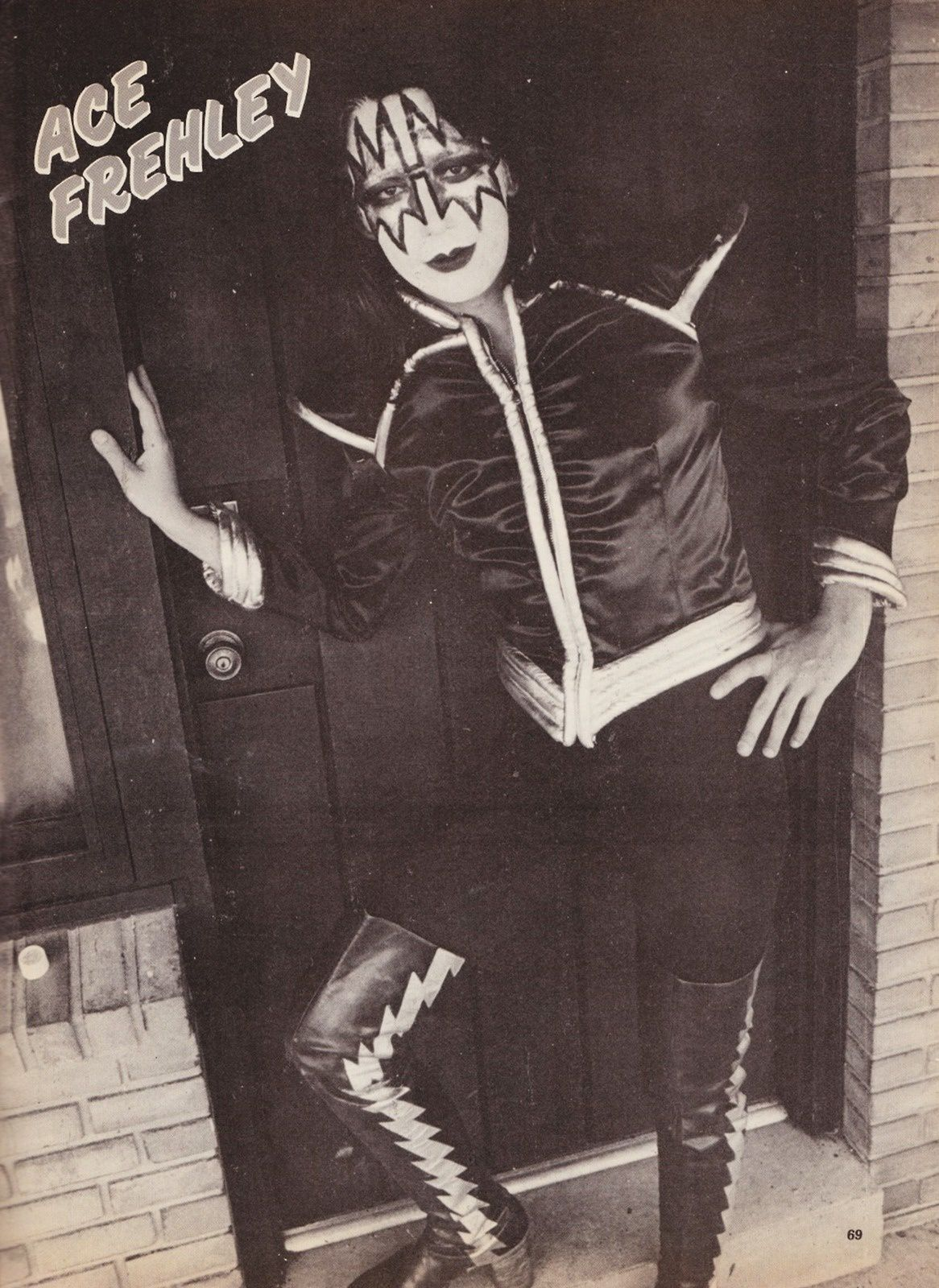 Ace Frehley - October 9th, 1975 - Shows Off His Sweet Attire