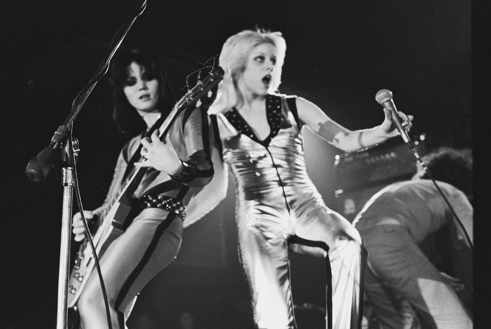 Cherie Currie, Joan Jett and the Runaways - source: Janet Macoska