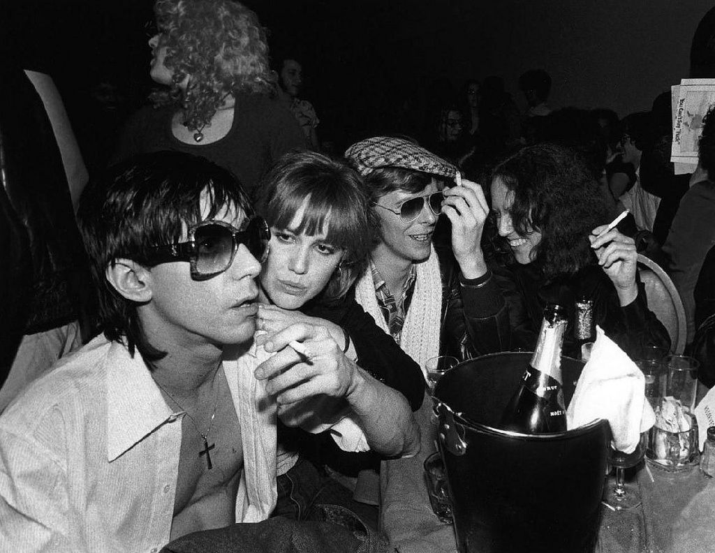 Iggy Pop, Cyrinda Fox, David Bowie & Lisa Robinson, NYC, 1977 - credit: Bob Gruen