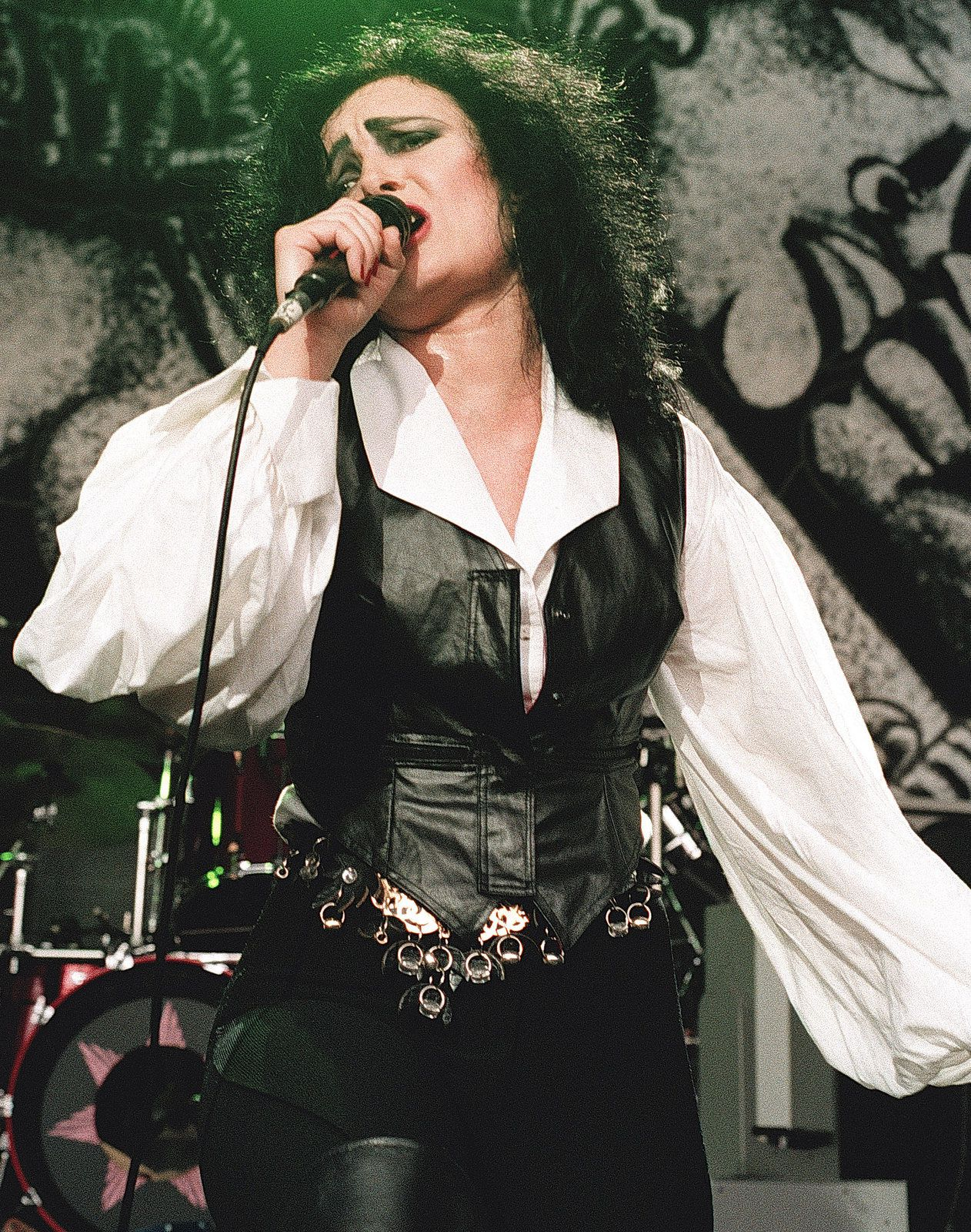 Siouxsie Sioux on stage