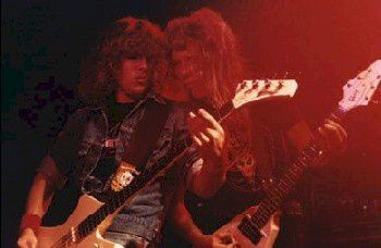 Ron McGovney and James Hetfield on stage - Metallica, the early years