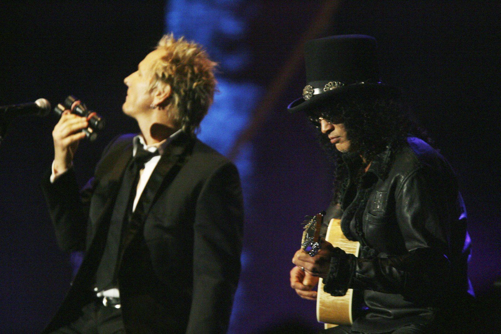 WEST HOLLYWOOD, CA - OCTOBER 5:  Velvet Revolver's Matt Sorum (L) and Slash peform at City of Hope's Spirit of Life Award Gala at the Pacific Design Center on October 5, 2006 in West Hollywood, California. (Photo by Kevin Winter/Getty Images)