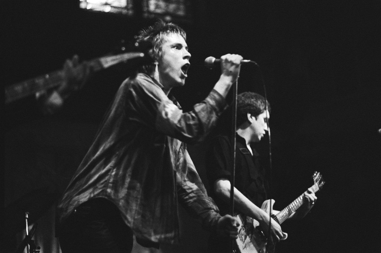 Johnny Rotten - Sex Pistols perform in Paradiso, Amsterdam (1977)