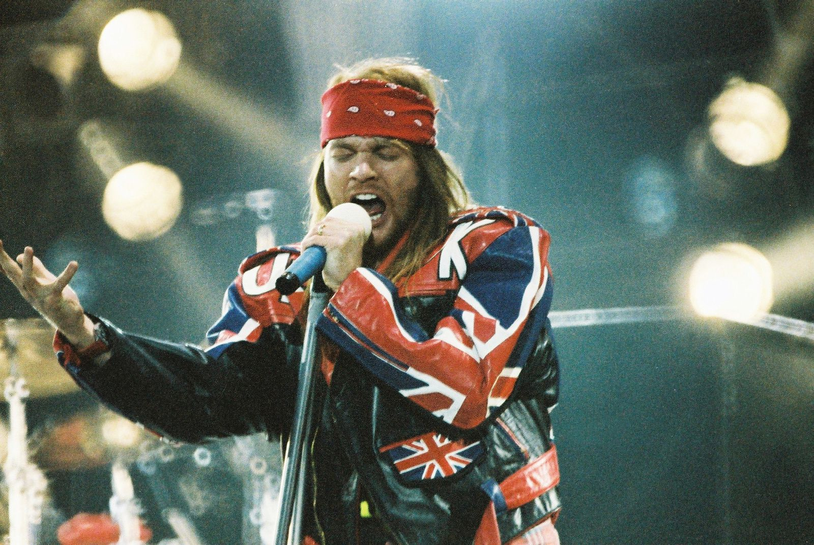 Axl Rose performs in London, England - photo: Peter Still/Redferns