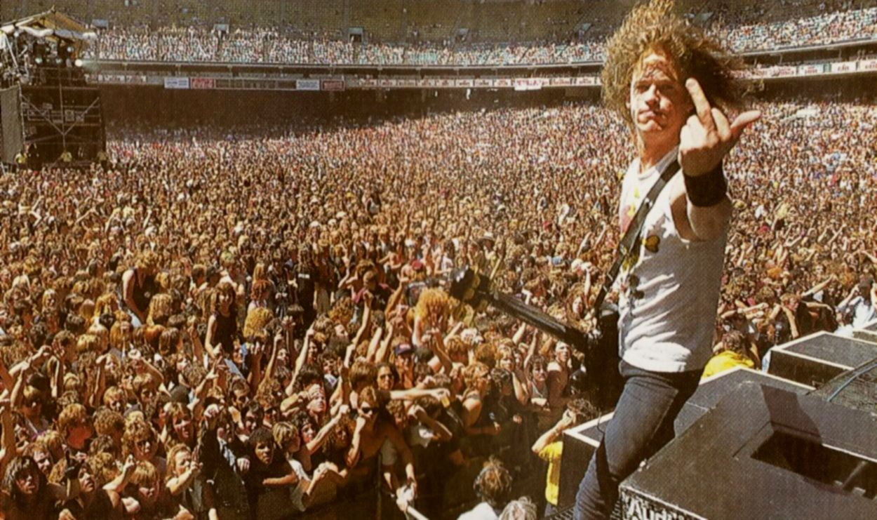 Jason Newsted on stage with Metallica