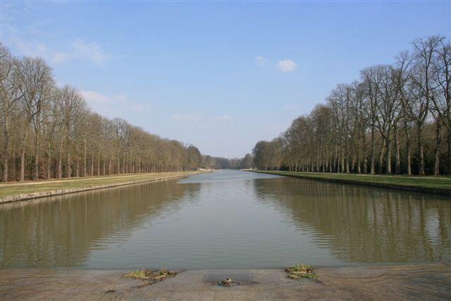 Vaux le Vicomte canal de la poele