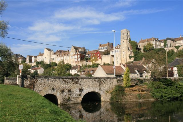 Le site de Château Landon avec la tour Saint-Turgal