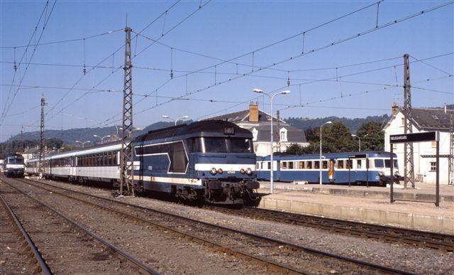 Neussargues : la BB 67505 en tête du train n°5902 Aurillac - Paris (28 juin 1996)