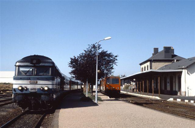 Laqueuille : la BB 67505 en tête du train Paris - Le Mont Dore (23 juillet 1992)