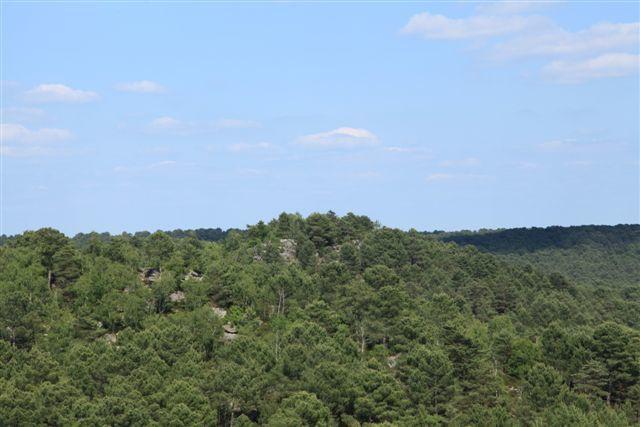 La bosse du Rocher du Guetteur vu depuis le Mont Pivot