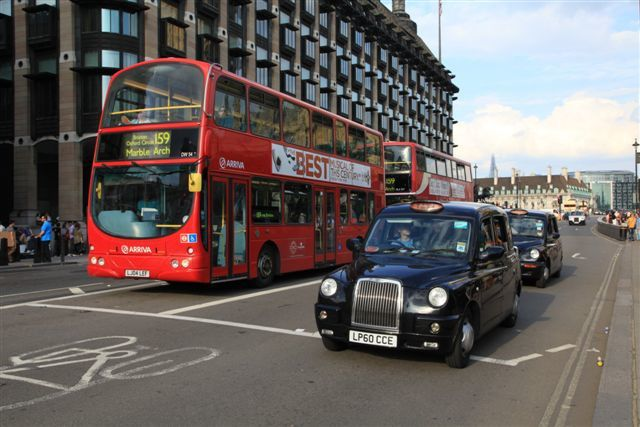 A Westminster, bus et taxis londoniens