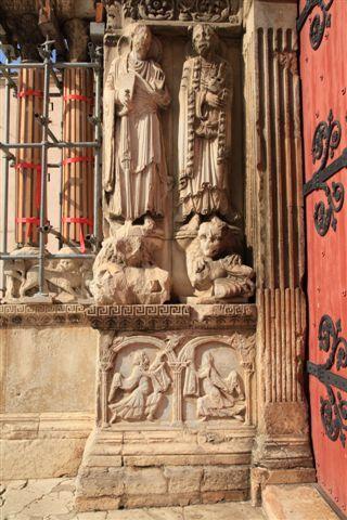 Bas relief représentant une offrande faite par les deux frères, Cain et Abel