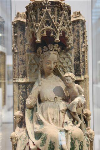 Musée du Louvre vierge à l'enfant