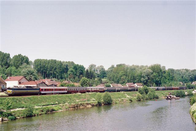 Ost West Express à Janville
