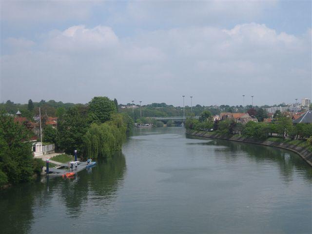 Vue côté amont depuis le pont de Joinville : l'ïle Fanac (à gauche)