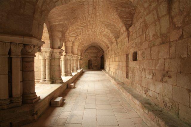 Galerie du cloître de l'abbaye de Nieul sur Autise