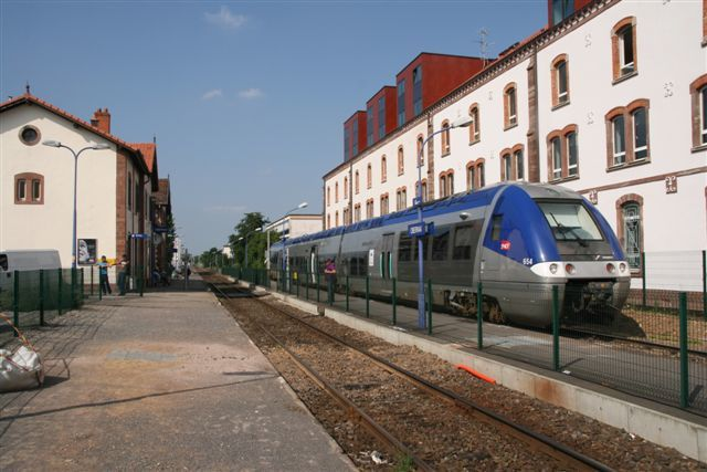X 76581 en gare d'Obernai (13 juin 2007)