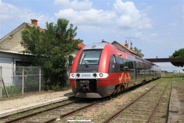 Le Grau du Roi : arrivée du TER en provenance de Nîmes à son terminus (11 août 2014)