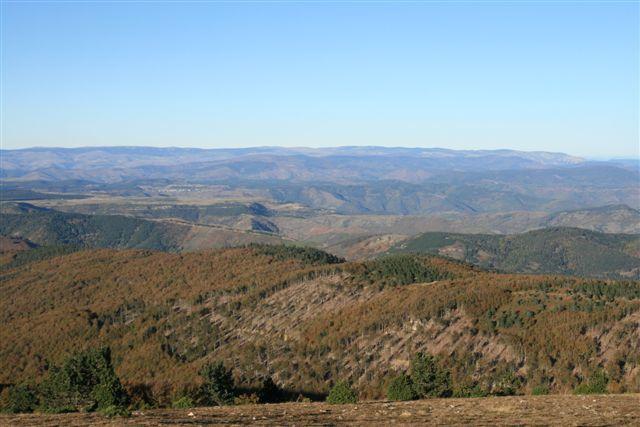 Panorama depuis l'Aigoual vers la montagne du Bougès et le Mont Lozère (au fond)