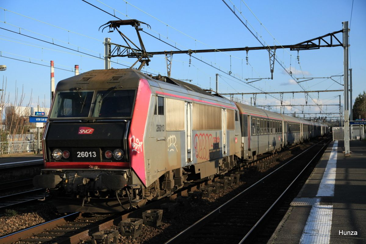 Vitry sur Seine : BB 26013 en tête d'un train Intercités à destination de Paris (5 avril 2016)