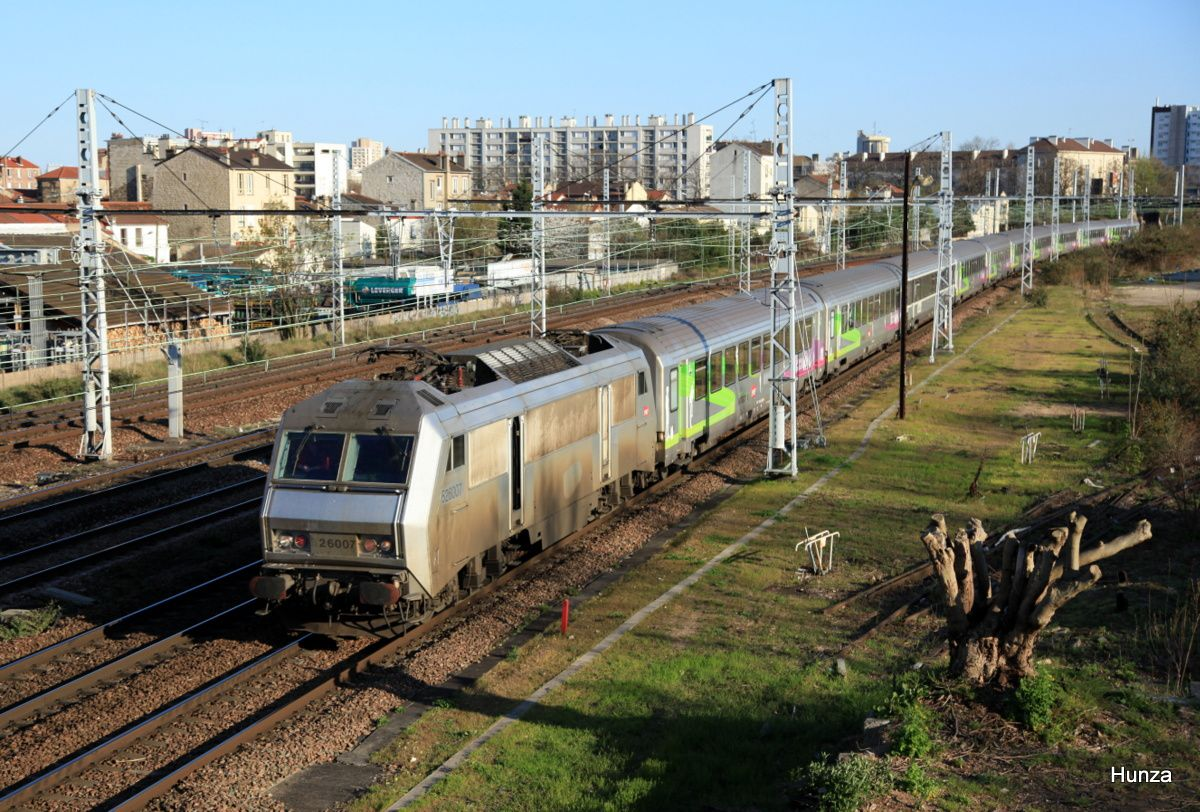 BB 26007 en tête train Intercités Nevers - Paris près de Maisons Alfort - Alfortville (17 avril 2016)