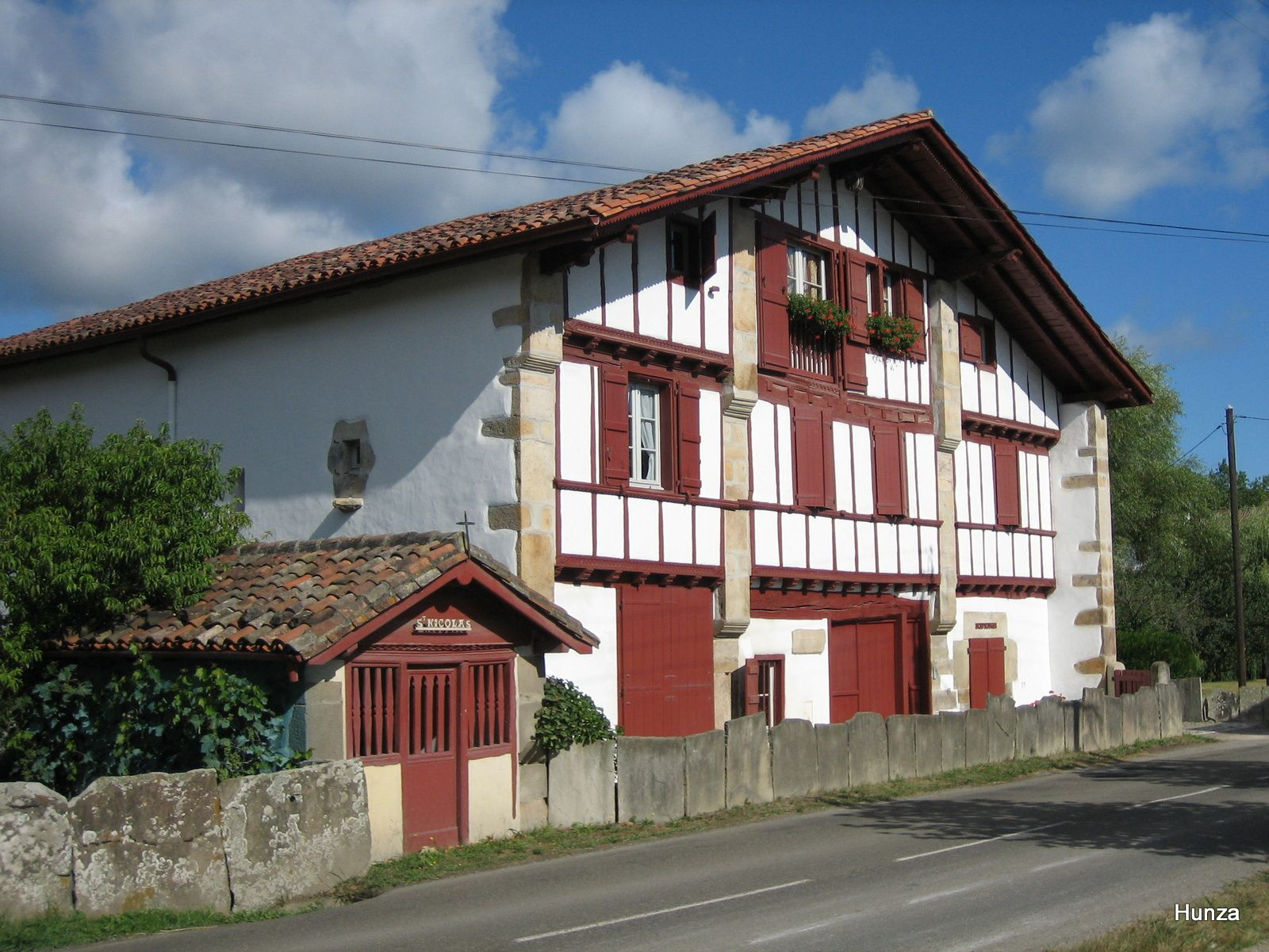 L'oratoire Saint-Nicolas (maison le long de la D 306 dans le quartier Istilarte)