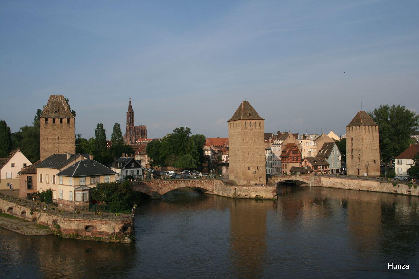 La cathédrale et les ponts couverts sur l'Ill vus du barrage Vauban