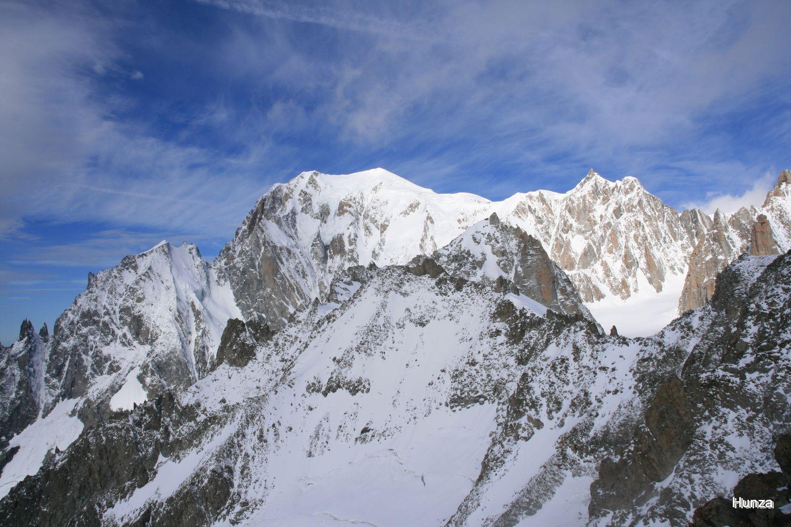 Vue de la pointe Helbronner : le Mont Blanc (à gauche) et le Mont Blanc du Tacul (à droite)