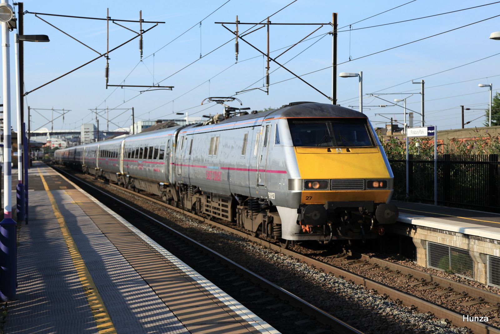 "High speed train de la compagnie ""East Coast Main Line"" à Finnsbury Park (31 juillet 2014)"