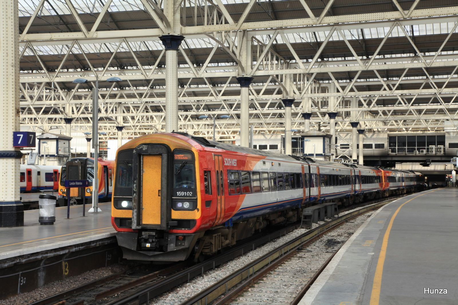 Waterloo station : class 159/1 n°159 102 à destination d'Exeter St Davids (31 juillet 2014)