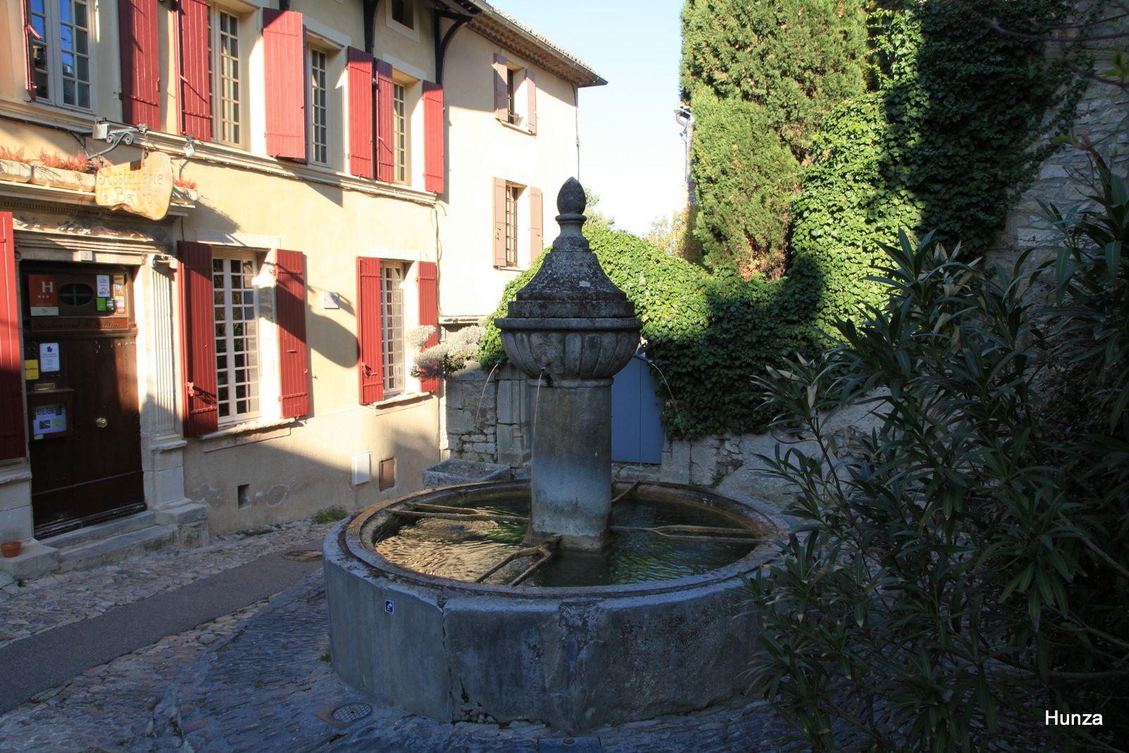 Une fontaine dans la haute ville