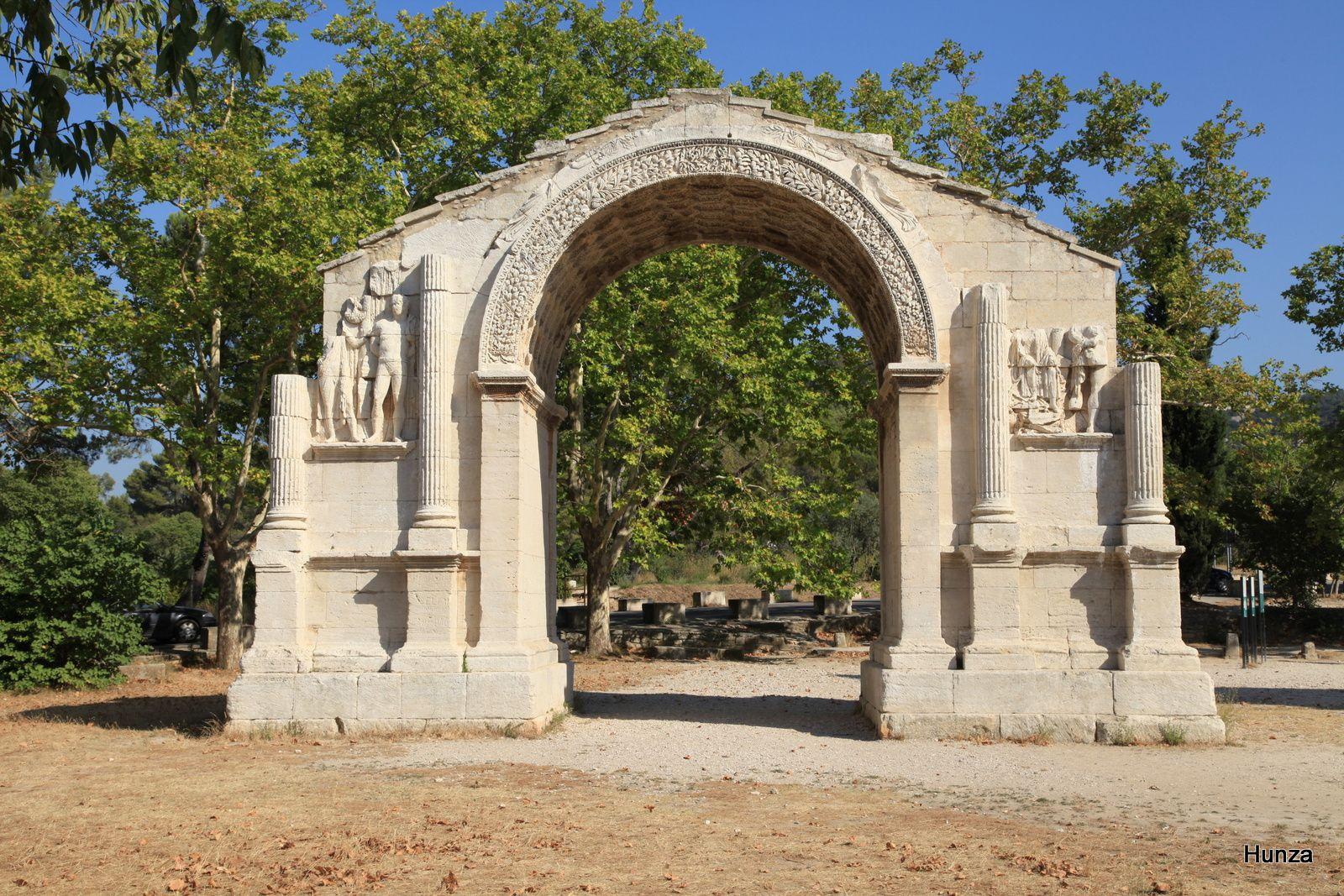 L'arc de triomphe (début du 1er siècle après JC)