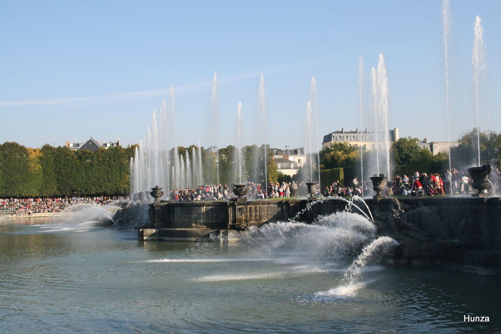 Balade dans le parc du château de Versailles pendant les grandes eaux musicales
