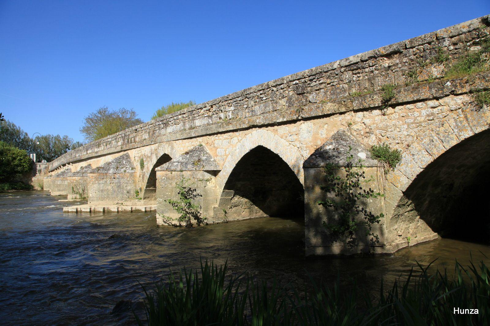 Le pont gothique sur le Loir