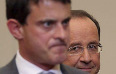 """Valls semble, premier ministre """"de combat"""", semble penser déjà à qui éliminer pour 1017. Tandis qu'à l'arrière plan l'autre pense que rira bien qui rira le dernier."""