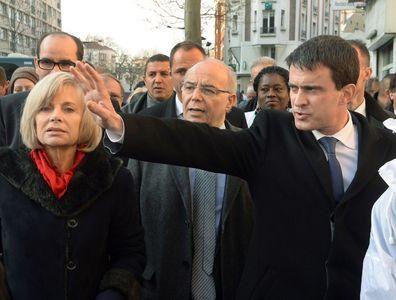 """Sur les deux premières photos, les visages décalés expriment parfaitement les intentions réciproques des deux frères de la socialie. ( 3  ) Le songe de Manoleto, dans lequel il pourfend François, pour être l'adversaire, en finale ( de compte ) en 2017, Nicolas Sarkozy, seul adversaire qu'il estime, humblement, le seul digne de lui. ( 4 ) Au côté de Manoleto """"on mas a po""""que nous n'avons pas réussi à identifier. ( 5 ) La cinquième photo a-t-elle besoin d'un commentaire?"""