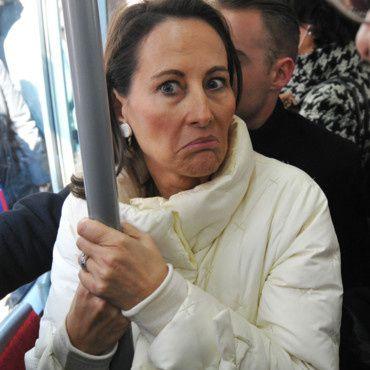 """( 1 ) Ségolène au moment où l'on prononce devant elle, un nom qu'il ne fallait pas. ( 2 ) Une spécialiste   en recyclitude."""" 3 ) Membre important de la Cour. ( ( 4 ) Le comte Valls et le sire de Monbeausapin. Voyez comme ils s'aiment!"""
