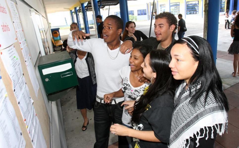 Baccalauréat : Ce 13 juin, ( complété le 14 juin, au matin ) c'était le bac philo en Guadeloupe, et en Martinique.
