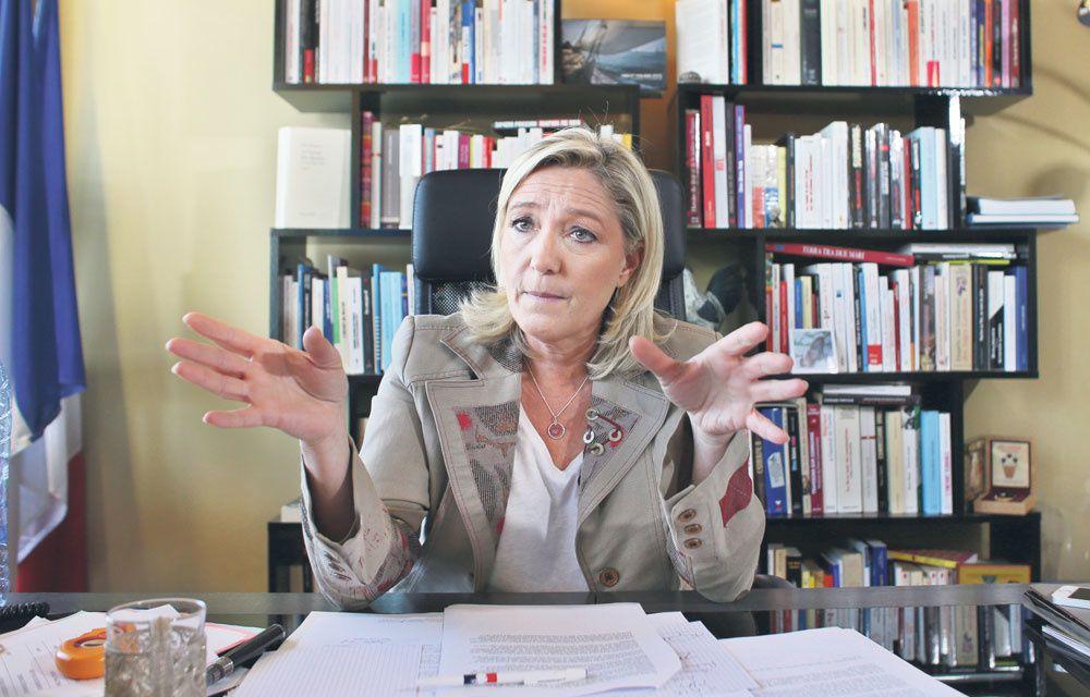 """Marine Le Pen : """"Il n'y a plus de Président""""!"""