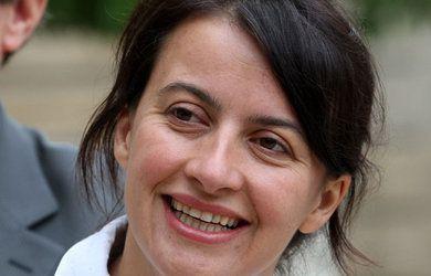 """Cécile Duflot, après le retrait de son apareil correctif dentaire. On a beau être """"écologiste"""" ( verdâtre ) on n'en apprécie pas moins  certains artifices."""