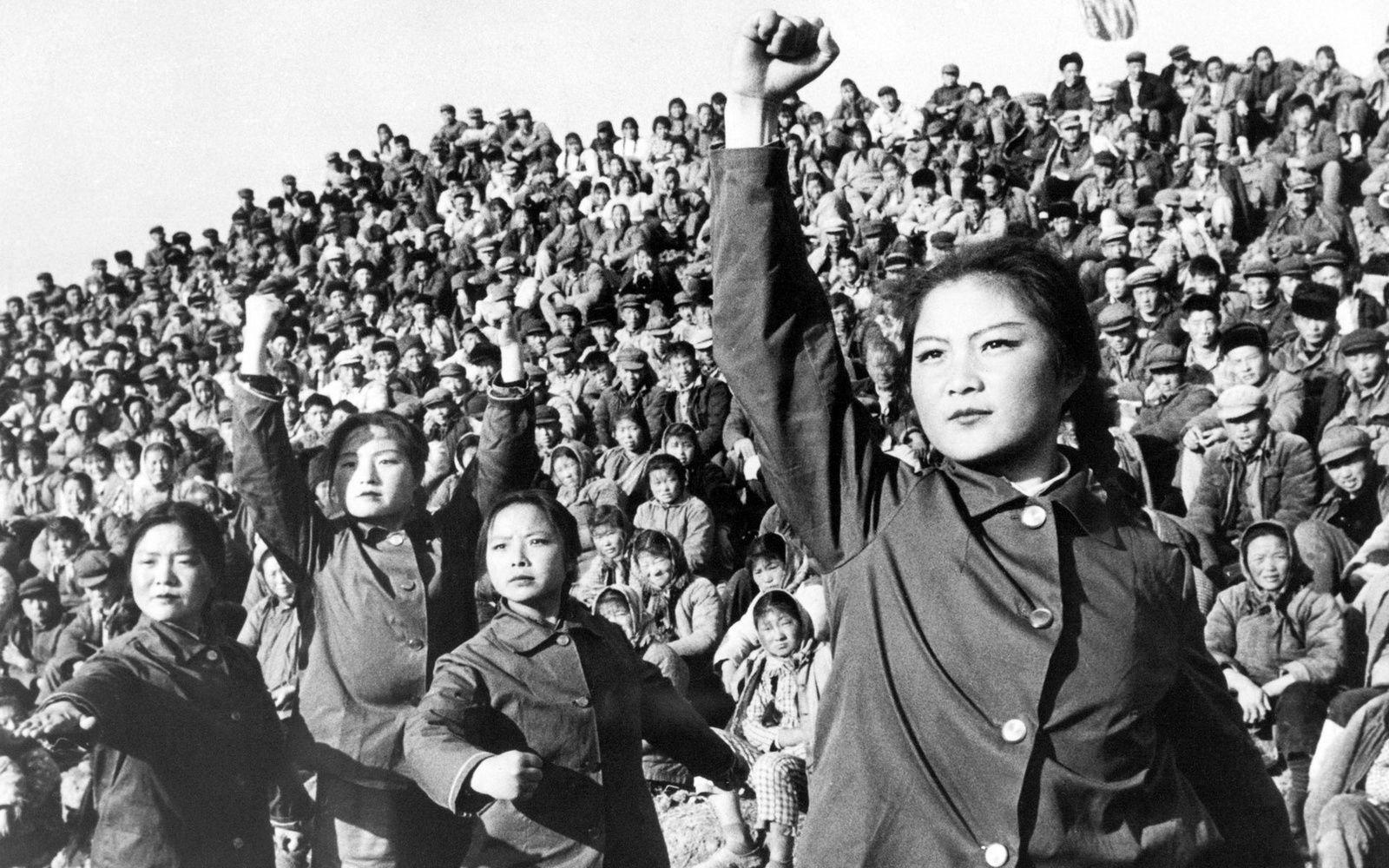 1 ) Révolution culturelle chinoise. 2 ) De Marx à Mao : la peste rouge se transmet. 3 ) Les jeunesses nazies. 4 Les jeunes communistes chinois de la R C .