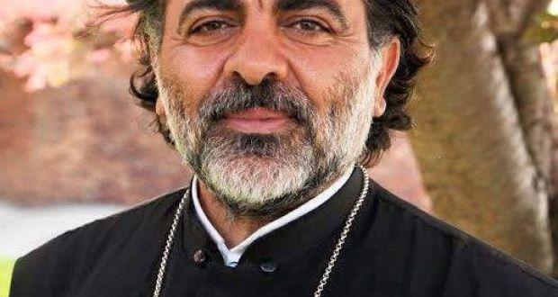 1 ) Drapaeau saoudien. 2 ) Père Théodoros Daoud.
