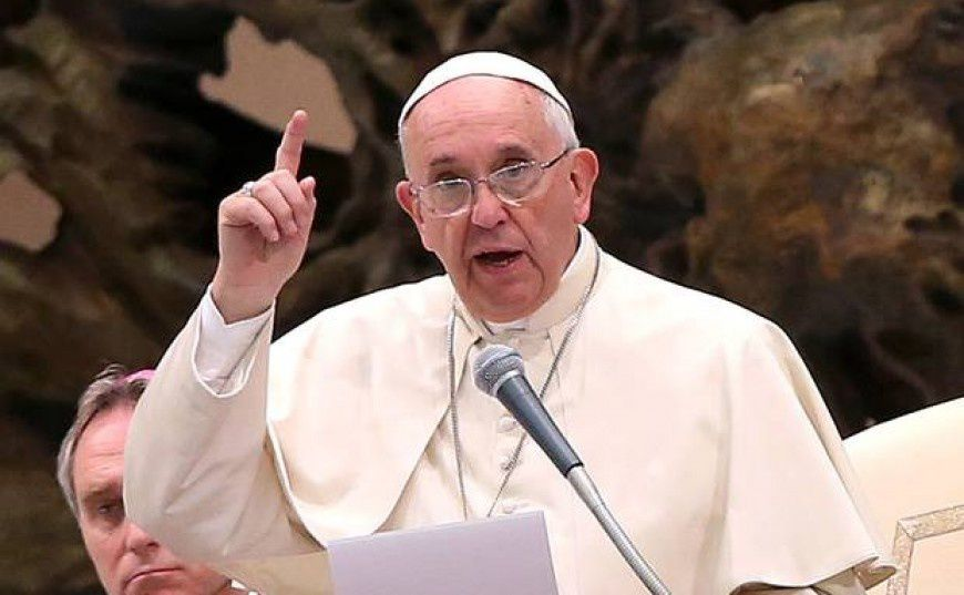Ce pape Bergoglio qui fait problème. Pas seulement aux catholiques.