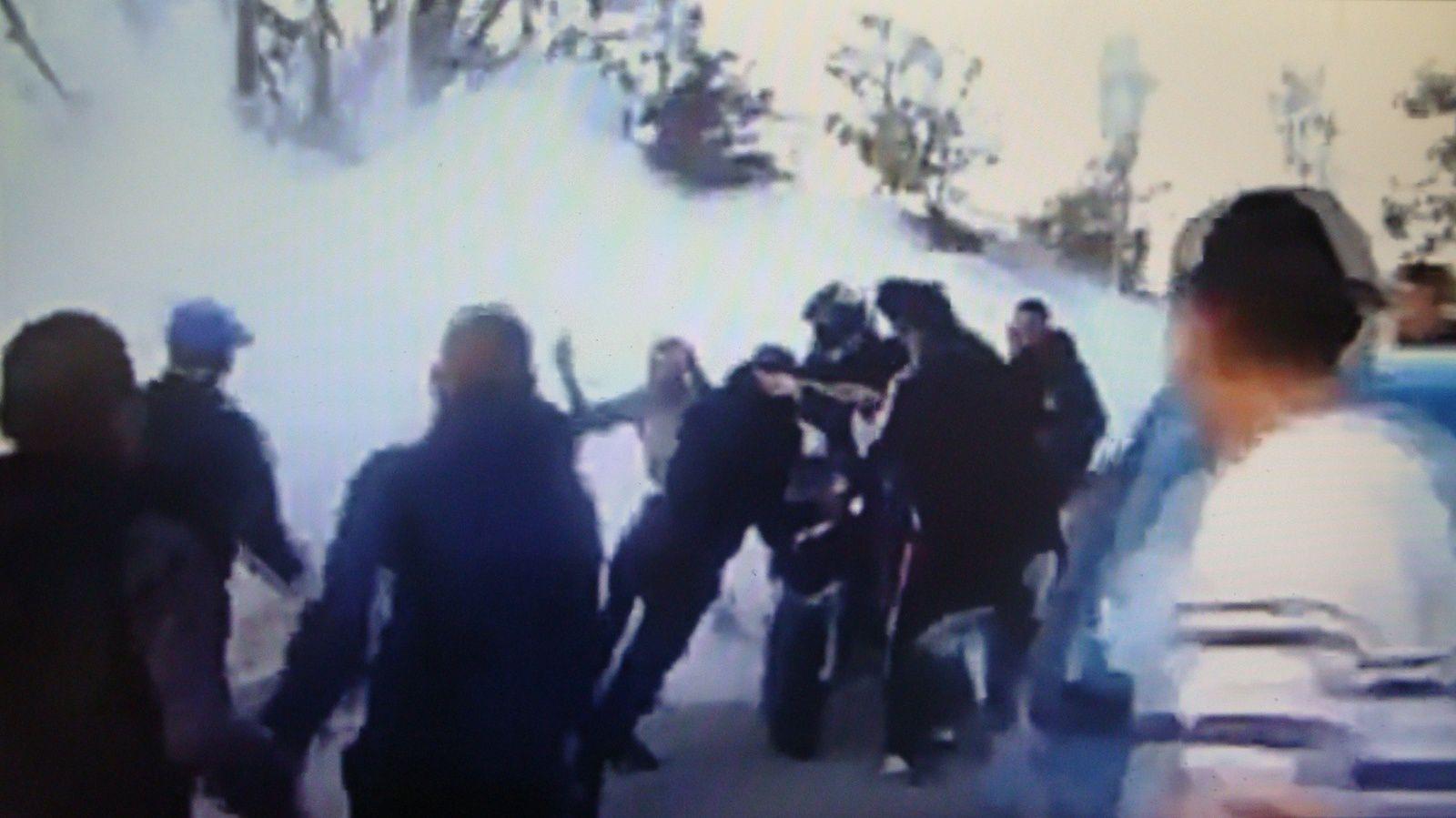 Saccages par les djeuns en ce moment à Paris ( 18 février 17 ). Fruit empoisonnés de l'idéologie au pouvoir.