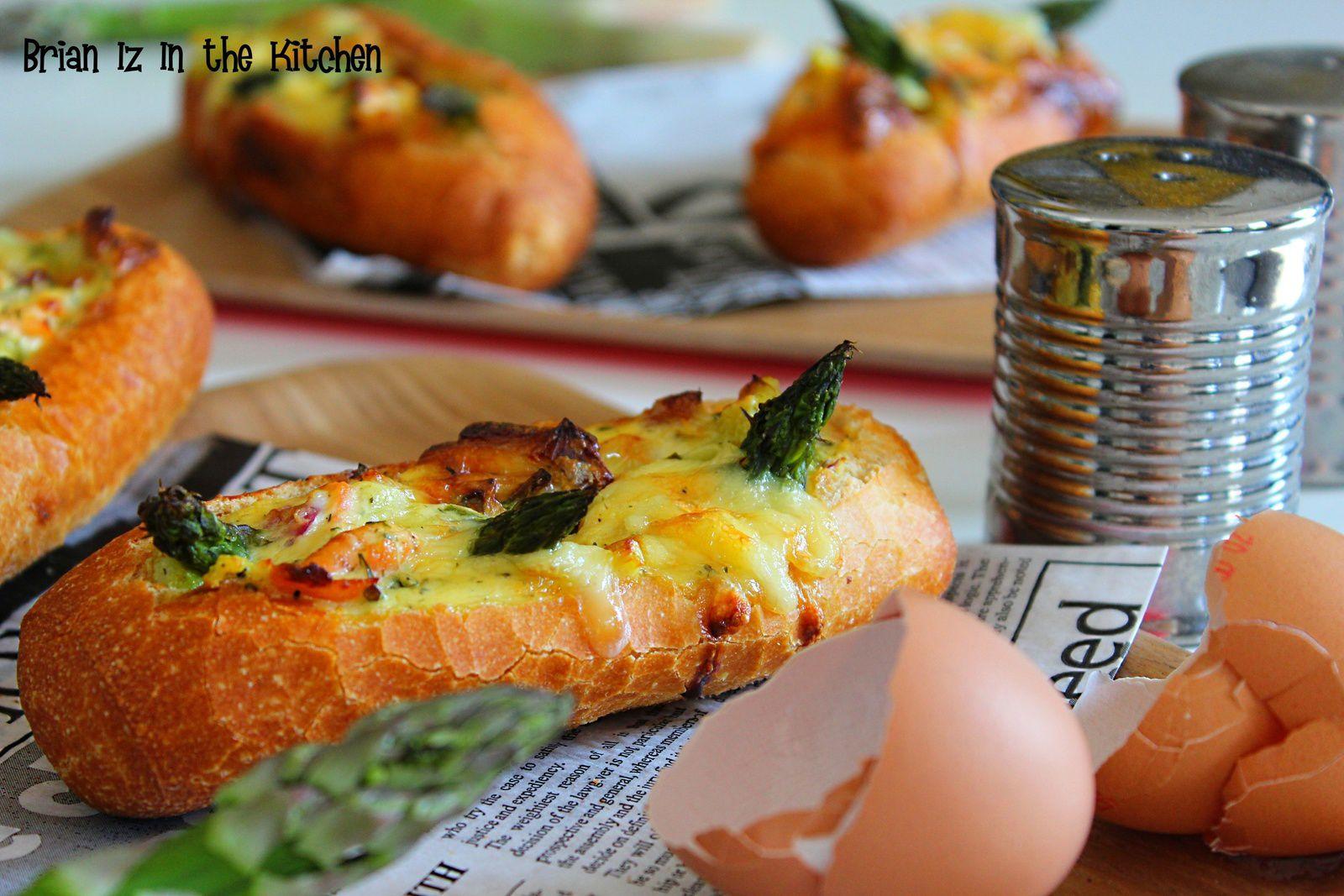 &quot&#x3B;Egg Boat&quot&#x3B; Jambon Cru, Rocamadour &amp&#x3B; Pesto de Poivrons Grillés