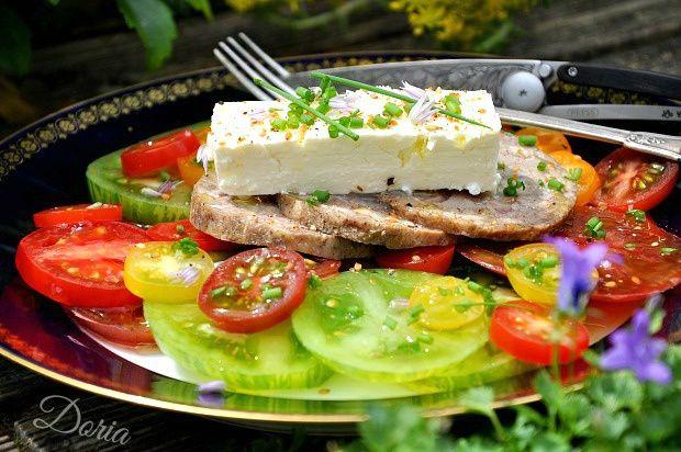 Salade de tomates, féta et andouille