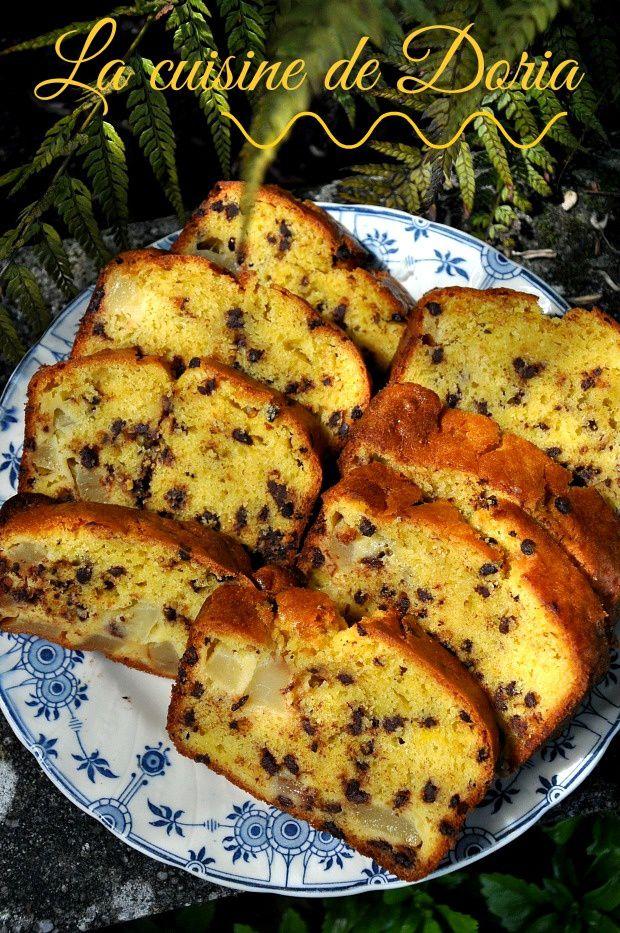 Gâteau yaourt à la poire, pépites de chocolat et zeste de citron vert