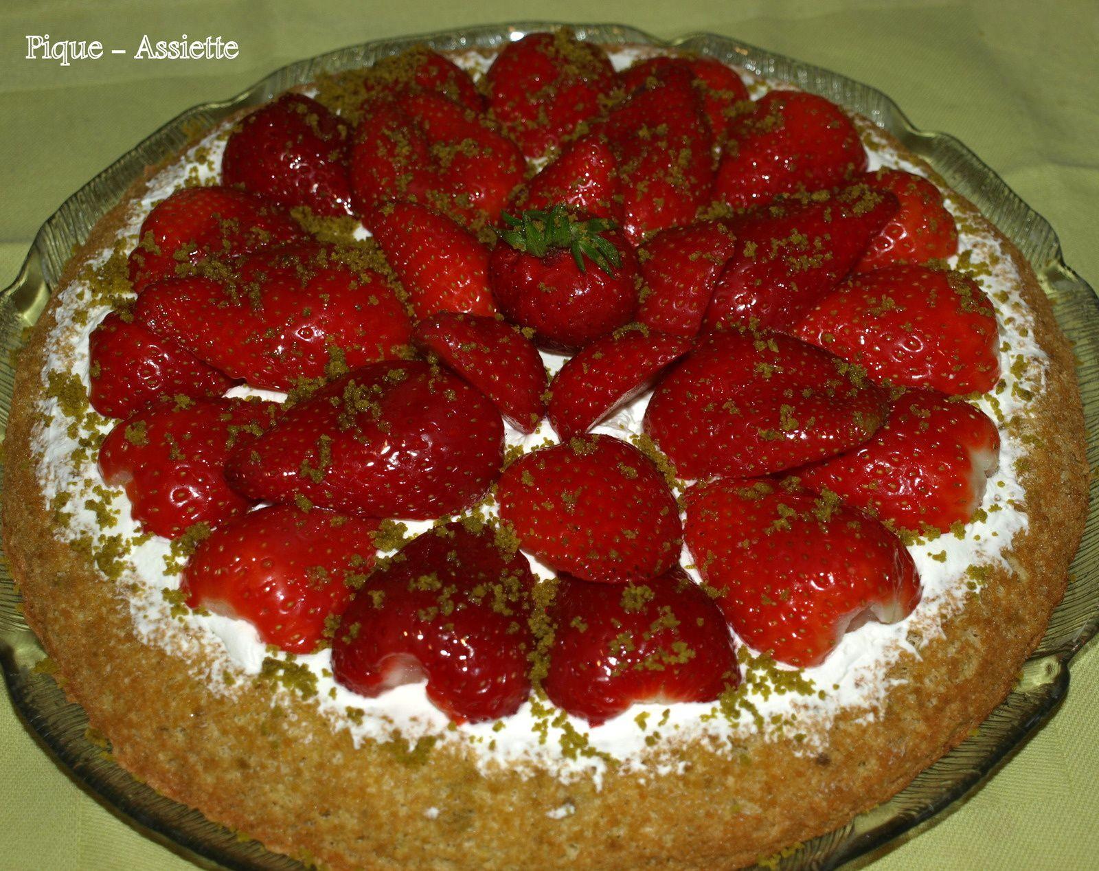 Gâteau génoise renversé fraises / pistaches / chantilly (Recettes au Companion ou pas ...)