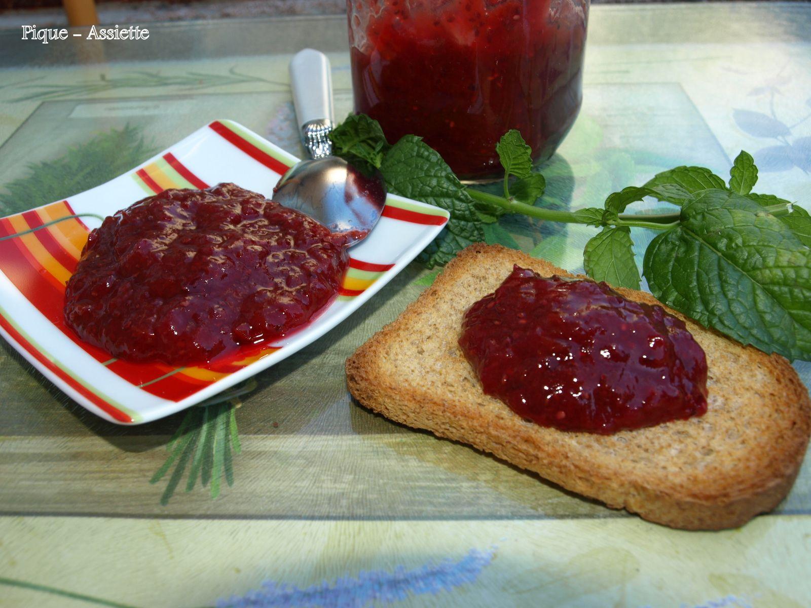 Confiture mi cuite de prunes sauvages et pêches aux graines de Chia (Recettes au Companion ou pas ...)